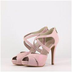 Más de 60 zapatos para novias que te harán deslumbrar. ¡No sabrás por cuál decidirte! Color Rosa Claro, Peep Toe, Bridal Shoes, Bridal Style, Got Married, Marie, Fashion Accessories, Take That, Sandals