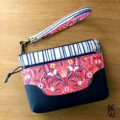 Ludlow Double Zip Wristlet or Fanny Pack – Hold It Right There Sew Wallet, Fabric Wallet, Wallet Sewing Pattern, Sewing Patterns, Cork Fabric, Fabric Markers, Creation Couture, Girls Bags, Change Purse