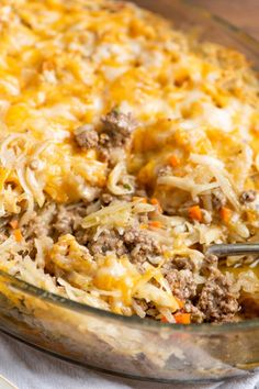 Crispy but tender shredded potatoes top a casserole of juicy ground beef bound together with a creamy cheesy sauce. Crispy but tender shredded potatoes top a casserole of juicy ground beef bound together with a creamy cheesy sauce in this easy casserole. Shredded Potatoes, Ground Beef And Potatoes, Ground Beef Dishes, Shredded Potato Casserole, Casseroles With Ground Beef, Shredded Hashbrown Recipes, Ground Beef Rice, Ground Beef Casserole, Hamburger Hash Brown Casserole