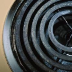 Only clean the black rings on the stovetop when they are cool.