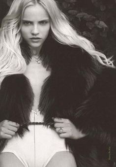 ginta. super blonde.