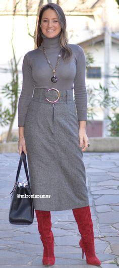 Look de trabalho - look do dia - look corporativo - moda no trabalho - work outfit - office outfit -  fall outfit - frio - look de outono - saia de lã - pencil skirt - bota vermelha - red boots - otk - cinza - grey - winter