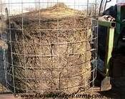 cheap and easy round bale feeder Round Bale Hay Feeder, Goat Hay Feeder, Hay Feeder For Horses, Horse Feeder, Horse Hay, Horse Barns, Horse Shelter, Animal Shelter, Goat House