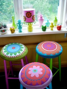 Heart Handmade UK: Super Bright Colours and Kitschy Cute Home Decor from Pink Friday. aw aw aw breath taking Funky Painted Furniture, Colorful Furniture, Cool Furniture, Kitsch, Painted Stools, Cute Home Decor, Retro, Decoration, Furniture Makeover