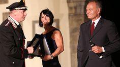 RÅ FYSIKK: Marit Bjørgen hadde på seg en kortermet kjole da hun mottok den prestisjetunge Fair Play Mecenate-prisen for 2014, i italienske Castiglion Fiorentino nylig. Bildene av hennes biceps har fått fokus i Polen. Foto: Karl Filip Singdahlsen
