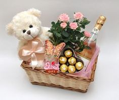 We give fabulous gift basket for each special occasion! Choose from our wide variety of one-of-a-kind souvenir fruit filled gift baskets Homemade Gift Baskets, Valentine's Day Gift Baskets, Gift Hampers, Homemade Gifts, Valentine Baskets, Valentine Gifts, Cadeau St Valentin, Chocolate Flowers Bouquet, Deco Floral