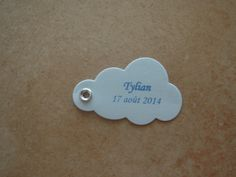 Bonjour à tous et à toutes ! Voici les Etiquettes réalisées pour le Baptême de Tylian qui aura lieu le 17 août 2014. Ce sont des étiquettes en forme de Nuage et aux couleurs Bleu. Vue d'ensemble Bonne journée à tous et à toutes !