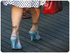 Rockabilly lady in Coney Island. Photo by Any Guelmann #tattoo #girl #bows