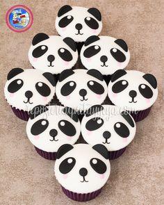 Panda cupcakes - cupcakes panda Panda Birthday Party, Panda Party, 11th Birthday, Baby First Birthday, Panda Food, Bolo Panda, Panda Cupcakes, Panda Baby Showers, Panda Bebe
