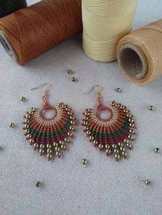 Macrame earrings in erth tone colors with hematite beads. Macrame earrings in earth tone colors with hematite beads. Boho jewelry, multicolor earrings, handmade earrings - The latest in Bohemian Fashion! Macrame Earrings Tutorial, Earring Tutorial, Beaded Earrings, Crochet Earrings, Gold Earrings, Handmade Bracelets, Earrings Handmade, Handmade Jewelry, Macrame Jewelry