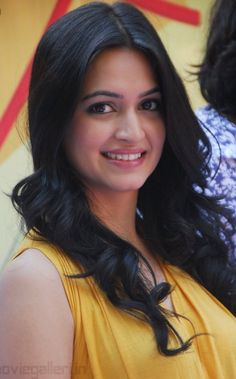 Kriti Kharbanda Actress Biography and Lifestyle Beautiful Bollywood Actress, Most Beautiful Indian Actress, Beautiful Actresses, Indian Actress Hot Pics, Indian Actresses, Kirti Kharbanda, Beautiful Girl Image, Fresh Face, India Beauty