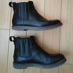 Madewell Ray Chelsea boots, 8 Madewell Ray Chelsea boots, size 8, in black leather.  Good used condition. There is some creasing on the uppers and light scuffing at the toes, and the soles show some wear at the heels. Madewell Shoes Ankle Boots & Booties