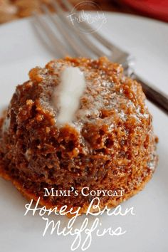 Honey Bran Muffin {Mimi's Copycat}- Copycat Mimi's Cafe Honey Bran Muffins are so crazy delicious! Tender, soft, whole grain and sweetened with honey. Muffin Recipes, Breakfast Recipes, Dessert Recipes, Desserts, Bran Bread Recipe, Honey Muffins Recipe, Breakfast Muffins, Mini Muffins, Pastries