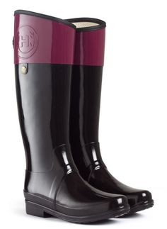 We are huge fans of the new Regent collection from Hunter. This Equestrian-style boot in Verry Berry has the embossed logo on the top and inside is cushiony and comfortable.