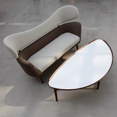 Baker Sofa by Finn Juhl via thedesiginaddict #Sofa #Finn_Juhl #thedesignaddict