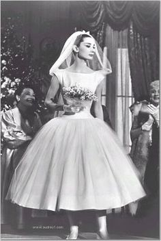 Audrey Hepburn, tea length wedding dress This is it - the dress I would wear if I ever get married, (but I won't! Boda Audrey Hepburn, Audrey Hepburn Wedding Dress, Audrey Hepburn Funny Face, Aubrey Hepburn, Movie Wedding Dresses, Wedding Movies, Classic Wedding Dress, Wedding Gowns, Timeless Wedding
