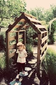 pallet garden arbor. ok I can see a great smelling plant growing over it!