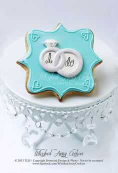 New cupcakes decoration engagement wedding cookies Ideas Fancy Cookies, Iced Cookies, Cute Cookies, Royal Icing Cookies, Sugar Cookies, Heart Cookies, Valentine Cookies, Easter Cookies, Birthday Cookies