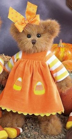 Bearington Bear Cornelia/❤  ⋱  ⋰  ⋱ Boyd's Bears does have cute dresses for it's bears.