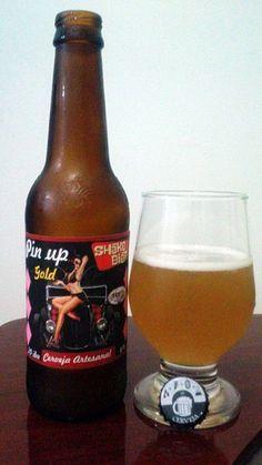 Cerveja Shake Bier Pin up Gold, estilo German Weizen, produzida por  Cervejaria Caseira, Brasil. 6% ABV de álcool.