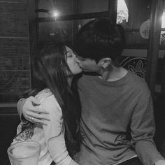 ulzzang couple shared by luiza on We Heart It Couple S'embrassant, Photo Couple, Couple Goals, Korean Ulzzang, Ulzzang Boy, Ulzzang Style, Cute Relationship Goals, Cute Relationships, Calin Couple