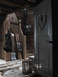 Dark finishes for a chalet home Chalet Chic, Chalet Style, Lodge Style, Ski Chalet, Winter Cabin, Cozy Cabin, Cabin Interiors, Wood Interiors, Black Interiors