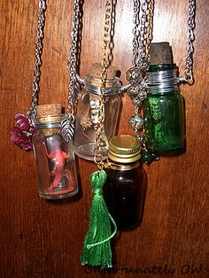 Bottle Necklace tut It doesn't take much to make a simple necklace, just wire, chain and basic jewellery findings. After making the first, I made more and took pictures so I could share this tutorial! by queen Bottle Charms, Bottle Necklace, Bottle Jewelry, Jewelry Findings, Beaded Jewelry, Handmade Jewelry, Jewellery, Necklace Tutorial, Bottles And Jars