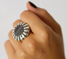 Saturn's ring: Sterling silver ring with agate cabachon