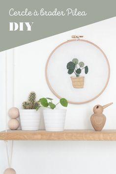 Cercle à broder Plante Pilea Blogzine blog deco & lifestyle www.hello-hello.fr #broderie #embroidery #embroideryhoop #pilea #home #urbanjungle #dmc