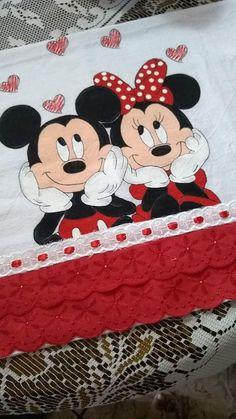 Mickey e Minnie Mickey Mouse E Amigos, Mickey E Minnie Mouse, Mickey Mouse Images, Mickey Mouse And Friends, Disney Mickey, Art Drawings For Kids, Disney Drawings, Drawing For Kids, Mouse Paint