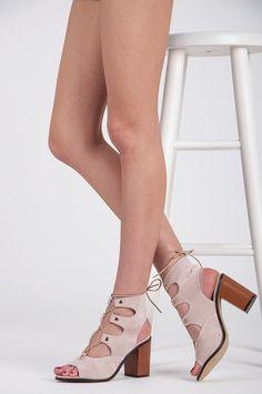 viazané sandále Letné topánky, v súlade s najnovšími trendmi, aby zodpovedal akýkoľvek štýl, fit a elegantné siluetu wysmuklają. Okrem toho, pohodlná päta nezaťažuje nohy. Najväčší výber dámskej obuvi. Vitajte v našom obchode Cosmopolitus.Com https://www.cosmopolitus.com/wiazane-sandaly-odcienie-brazu-bezu-aj502be-p-213246.html?language=sk&pID=213246 #Letne #sandale #pohodlne #modny #rímske #zeny #zviazane #hnedy #stylovy #prílezitostna