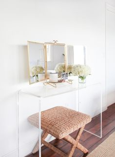 Chic beachy vanity: http://www.stylemepretty.com/living/2016/02/23/a-living-room-heavy-on-the-california-beach-vibes/ Photography: Reality and Retrospect - http://www.realityandretrospect.com/