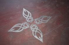 It shows one of the designs set in the concrete floor in our woodfired pizza cafe. Celtic Patterns, Celtic Designs, Pyrography Patterns, Stitching Patterns, Elements Of Nature, Celtic Knots, Funky Jewelry, Celtic Art, Rock Crafts