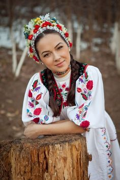 This is a traditional Romanian outfit that is widely known and recognized internationally. It is most frequently used in rural areas and many traditional events. We Are The World, People Around The World, Traditional Fashion, Traditional Dresses, Traditional Wedding, Folklore, Romanian Wedding, Romanian Girls, Romanian Flag