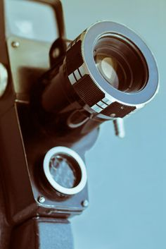 Vintage old movie camera with copy space Scary Movies, Old Movies, Vintage Movies, Home Camera, Spy Camera, Camera Aesthetic, Netflix Codes, Hidden Movie, What Is Digital