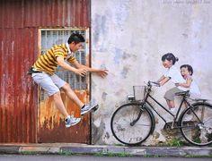 Hier ein paar wundervolle Street-Artworks von dem aus Malaysia kommenden Künstler Ernst Zacharevic, der seine Pieces so anfertigt, dass sie mit ihrer Umgebung und den Menschen aus der entsprechenden Region interagieren. Seien es wie hier oben die Kinder auf einem Fahrrad (jedoch ohne Fahrrad) in der Stadt Georgetown auf der Insel Penang, ein Junge auf einem Motorrad oder ein Kind,... Weiterlesen