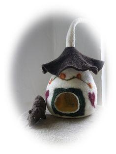 Handgefilztes Haus für Frettchen oder andere Nager.Jetzt gibt es für Nager ein Eigenheim.Es ist von Hand gefilzt und hat eine Öffnung.Dein Nager wi...