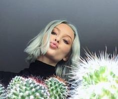 Image about girl in Zara Larsson by Psycho on We Heart It Sabrina Carpenter, Zara Lasson, Famous Singers, Famous Girls, Female Singers, Happy Girls, Britney Spears, Diy Hairstyles, Blue Hair