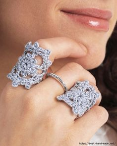 This little Crochet Ring Pattern takes less than an hour to make, and it adds the perfect crafty touch to any outfit. Crochet jewelry patterns make the perfect accessory for women of all ages, and this crochet ring is perfect for using up yarn. Crochet Ring Patterns, Crochet Rings, Crochet Designs, Thread Crochet, Crochet Crafts, Crochet Projects, Lace Jewelry, Jewelry Crafts, Handmade Jewelry