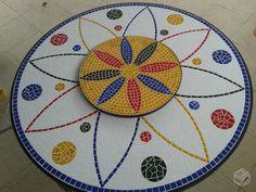 Mesas para jardins em mosaico