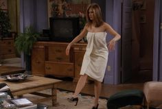 Every Outfit Rachel Ever Wore On 'Friends', Ranked From Best To Worst: Season 3 Rachel Green Style, Rachel Green Outfits, Strapless Dress, Prom Dresses, Summer Dresses, Formal Dresses, Jennifer Aniston Body, Friends Season 3, John Aniston