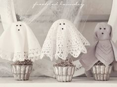 So adorable - and easy-peasy to create yourself! #doily #ghosts #decorations #Halloween Oh!  my kind of spooks!