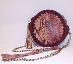 Τσάντα Στρογγυλή Δερμάτινη Dound handmade leather bag #handmade #Shoulderbag #handmadebag #boutiquealice #borsadieve#crocheters #handmadebag #crochetlove #baghandmade #handmadeingreece #handmadestyle #unique #luxurybags #fashionbags #crochetbag #uniquestyle #pleximo #uniquebags #crossbodybag #bubleebag  #luxuryaccessories #leather #realleather #leatheraccessories Leather Bags Handmade, Handmade Bags, Leather Bag Design, Unique Bags, Leather Accessories, Luxury Bags, Real Leather, Fashion Bags, Saddle Bags