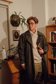 thesegirlsareperfectprincesses: Cole Sprouse cosplaying as Milo Thatch! THIS IS NOT A DRILL