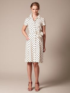 Polka dots are making a come back. Classic retro that fits perfectly to modern affairs. I would love to get this dress for my trip to Dubai, but... sold out! :(
