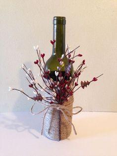Wine decor, twine wine bottles, wine bottles, decorated wine bottles but spray the bottles with gold Twine Wine Bottles, Wine Bottle Corks, Wine Bottle Crafts, Bottles And Jars, Jar Crafts, Centerpieces With Wine Bottles, Wine Bottle Decorations, Wine Bottle Christmas Decor, Diy With Glass Bottles