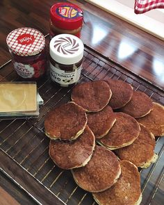 MONDAY ✨ Starter den nye uka på best mulig vis med pannekaker til frokost 🥞 #norge