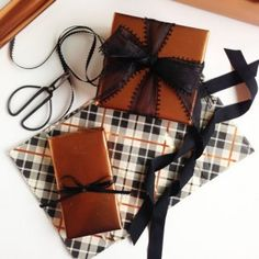 http://www.goldstandardworkshop.com/its-a-wrap-yo-1-wrapping-tips-copper-tones-for-fall-and-masculine-gifts/