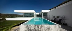 Villa Escarpa by Mario Martins Location: Luz, Portugal Photo courtesy: FG+SG Description: Villa Escarpa is located near the village of Praia da Luz, in the district of Lagos, Algarve, in the South of Portugal. A condition of the planning permission was that the new house be constructed in the space occupied by a previous building. This had little …