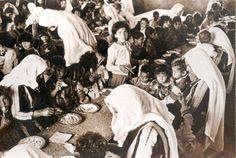 لاجئون يتناولون الطعام، النكبة